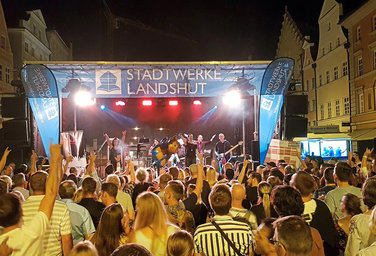 "Riesige Party in ""Landshuts guter Stube"""